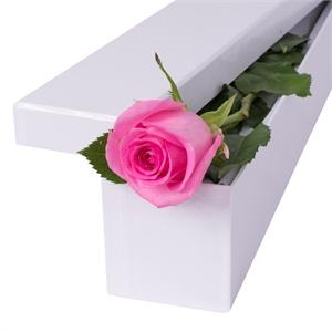 1 fir de trandafir roz in cutie